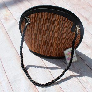 Straw Clamshell Bag